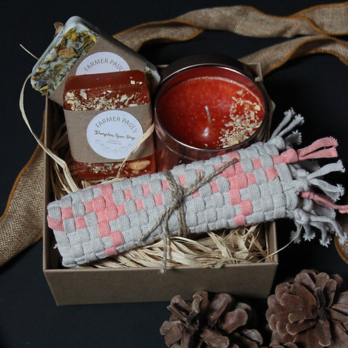 Gift Box - Large Pumpkin Candle, 2 x Soaps & Face Cloth