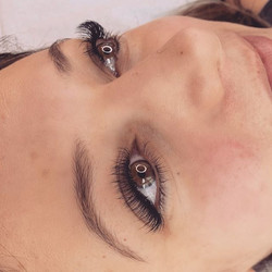 She came in with classic lashes from ano
