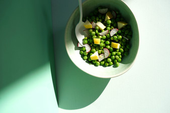 Salade de petits pois, pomme et menthe