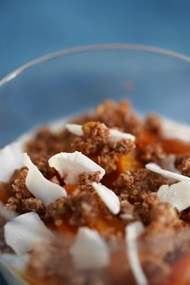 Chia pudding coco, abricots et crumble cru