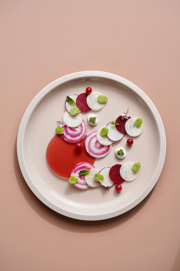 Carpaccio de légumes, gelée hibiscus et labné