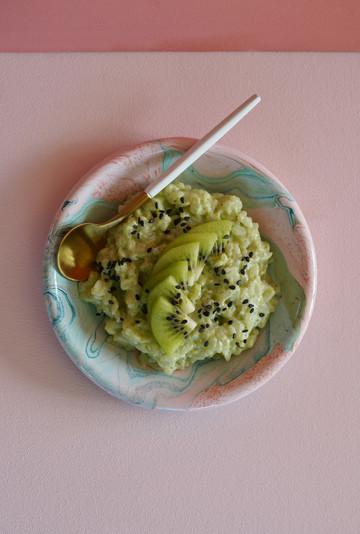 Riz au lait, coco, thé matcha et kiwi