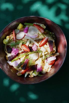 Pad thai aux légumes crus et pickles
