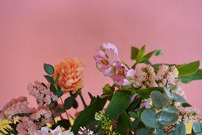 Rose : set design et photographies colorées - Portrait décoration vaisselle enfant mode