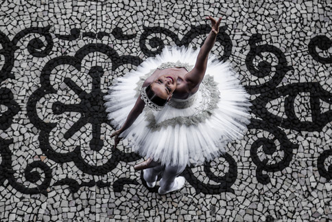 A ballerina performs during a protest against cut in the investments of Rio's Municipal theather. Rio de Janeiro, 12/18/2017