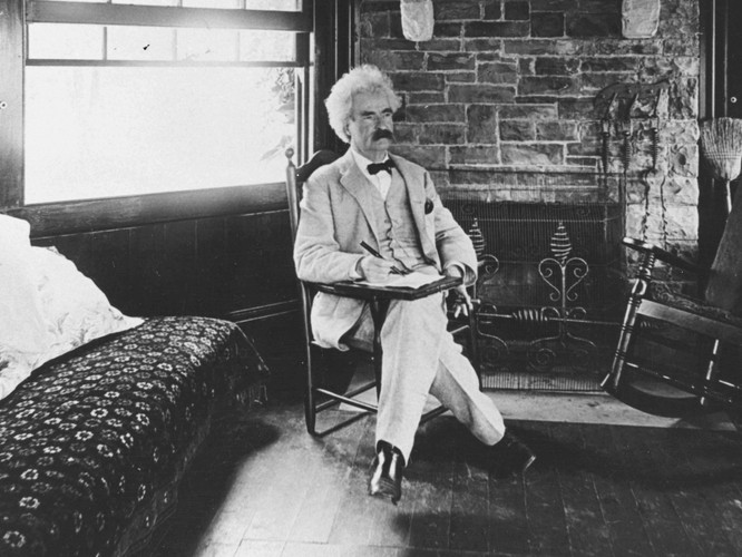 Mark_Twain_seated 2.jpg
