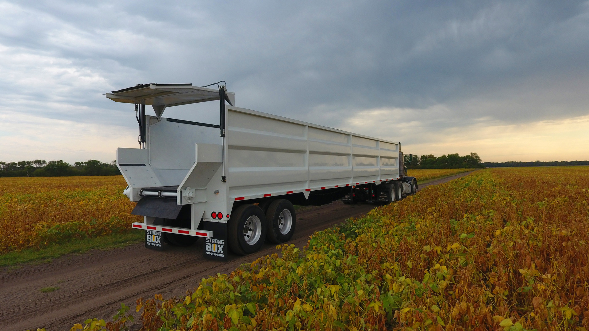 Strong Box Live Bottom Semi Trailer Stainless Steel