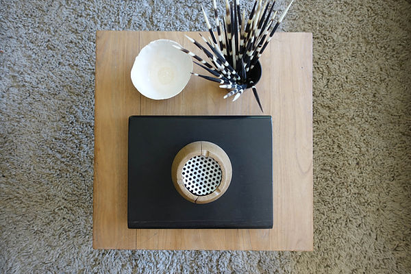 Découvrez la série de cendriers atypiques crées à partir de bois par le jeune designer Baptiste Honoré