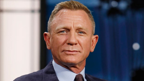Daniel Craig gives £10,000 to fathers walking for suicide prevention charity