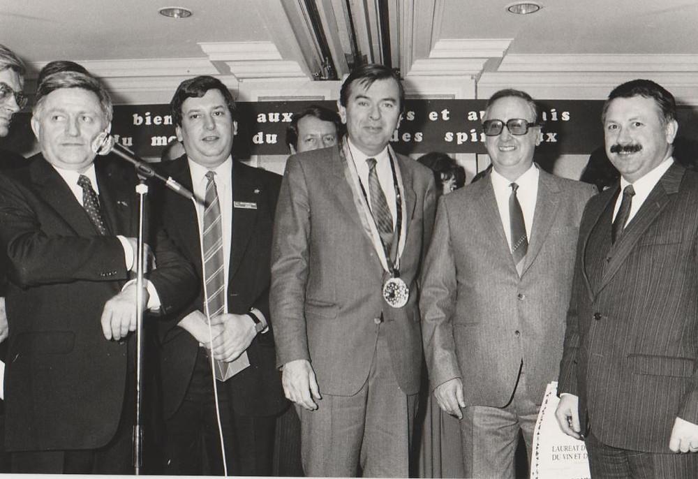 Louis, Alain Demol, le professeur de Bordeaux Pascal Ribéreau  Gayon, le journaliste Française Claude Journo et Jean-Luc Pouteauu