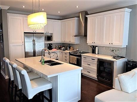 Kitchen Sprayed in White (Chantilly Lace)