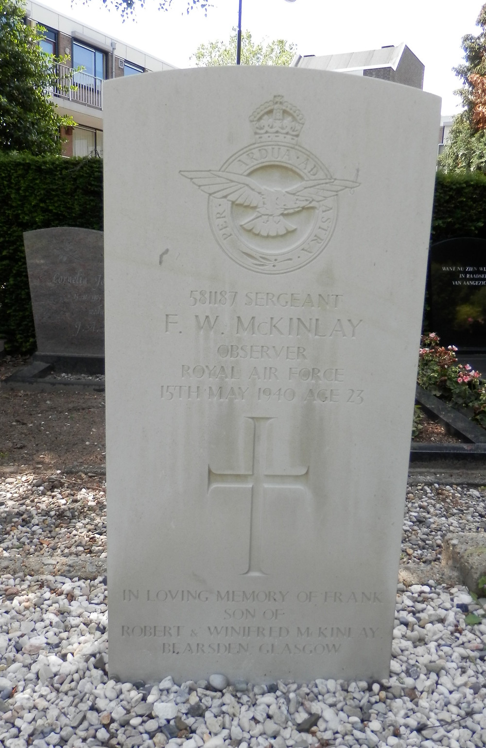 War Grave of Francis Wallace McKinlay at Oosterhout