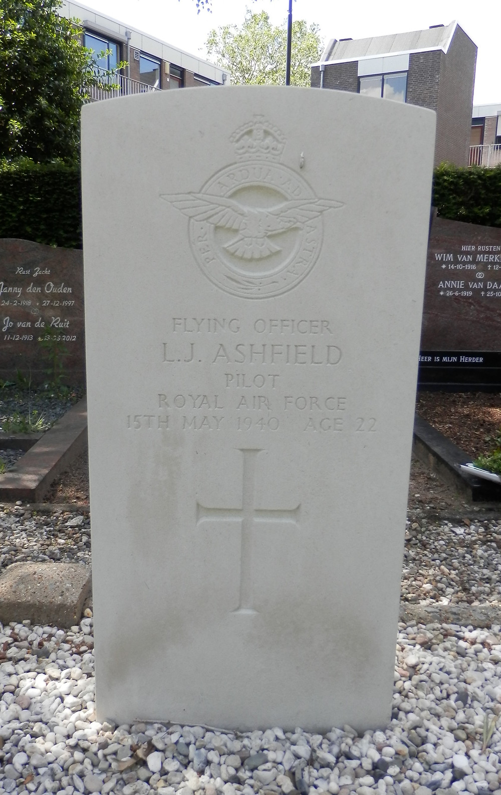 War grave of Leslie James Ashfield Oosterhout