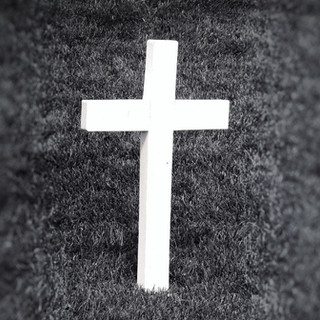 black-and-white-cemetery-cross-580450.jp