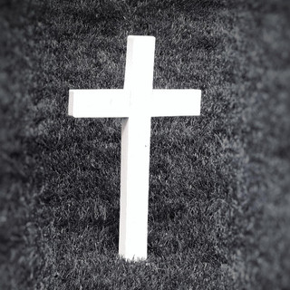 black-and-white-cemetery-cross-580450.jp