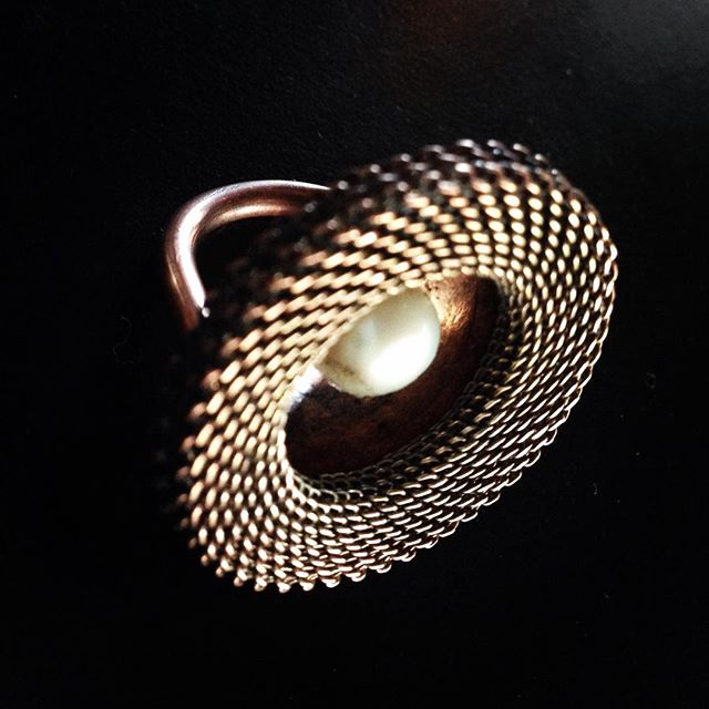 Brass ring with fresh water pearl_#theartofyvetteendrijautzki #ring #jewelry #yveret #freshwaterpear