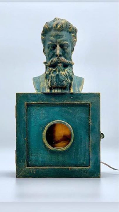 Dr Roentgen Shadowbox with x-ray