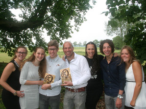 Foto Post: opening boek in St Michaelskerkje in Dennenburg.