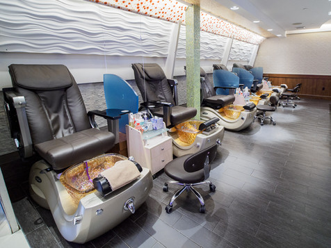 Darien Pedicure Chairs with Partitions