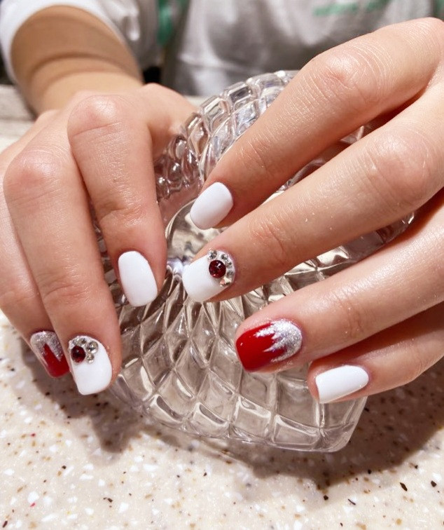 Understated Christmas Design Manicure