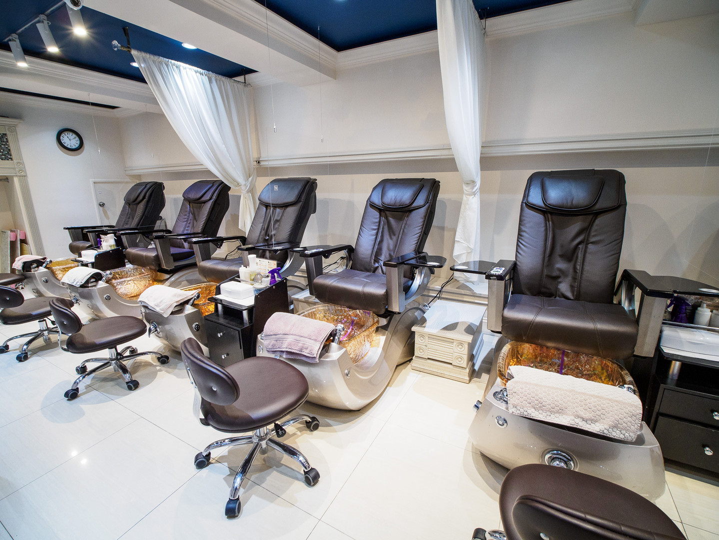 Greenwich Pedicure Chairs with Partitions