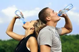 9 Sinais que você deve definitivamente beber mais água!