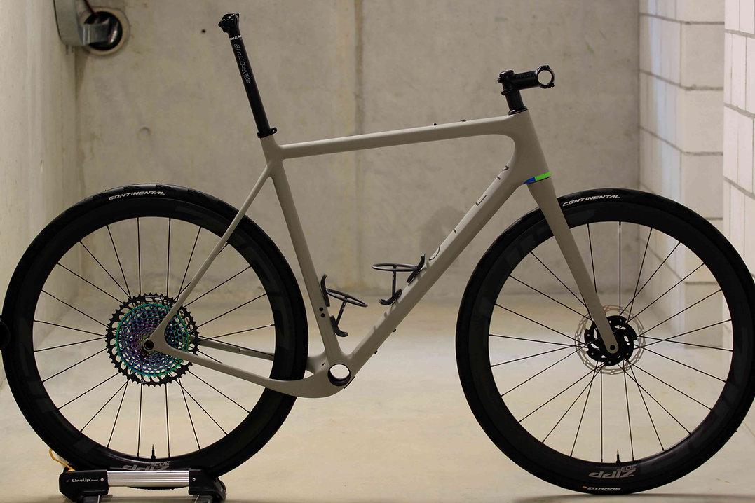 bikeambulance_Open_U.P._grey_red_Seitena