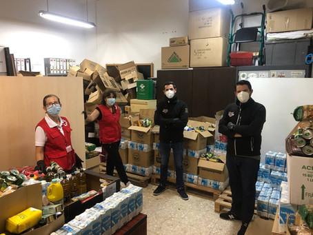 Entrega de alimentos de la campaña solidaria