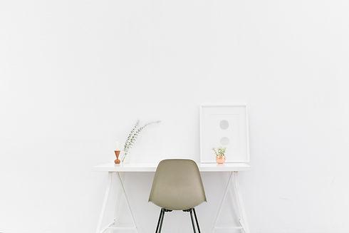 desk-1081708 (1).jpg