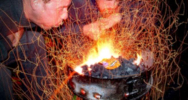 אש שמקרבת את חברי הצוות