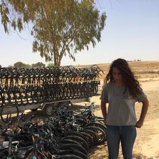 טיול אופניים מאורגן בגן הפסלים חצרים
