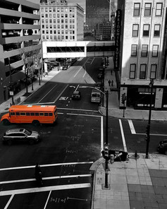 THE 🍊 BUS _#mke #streetphotography #bnw