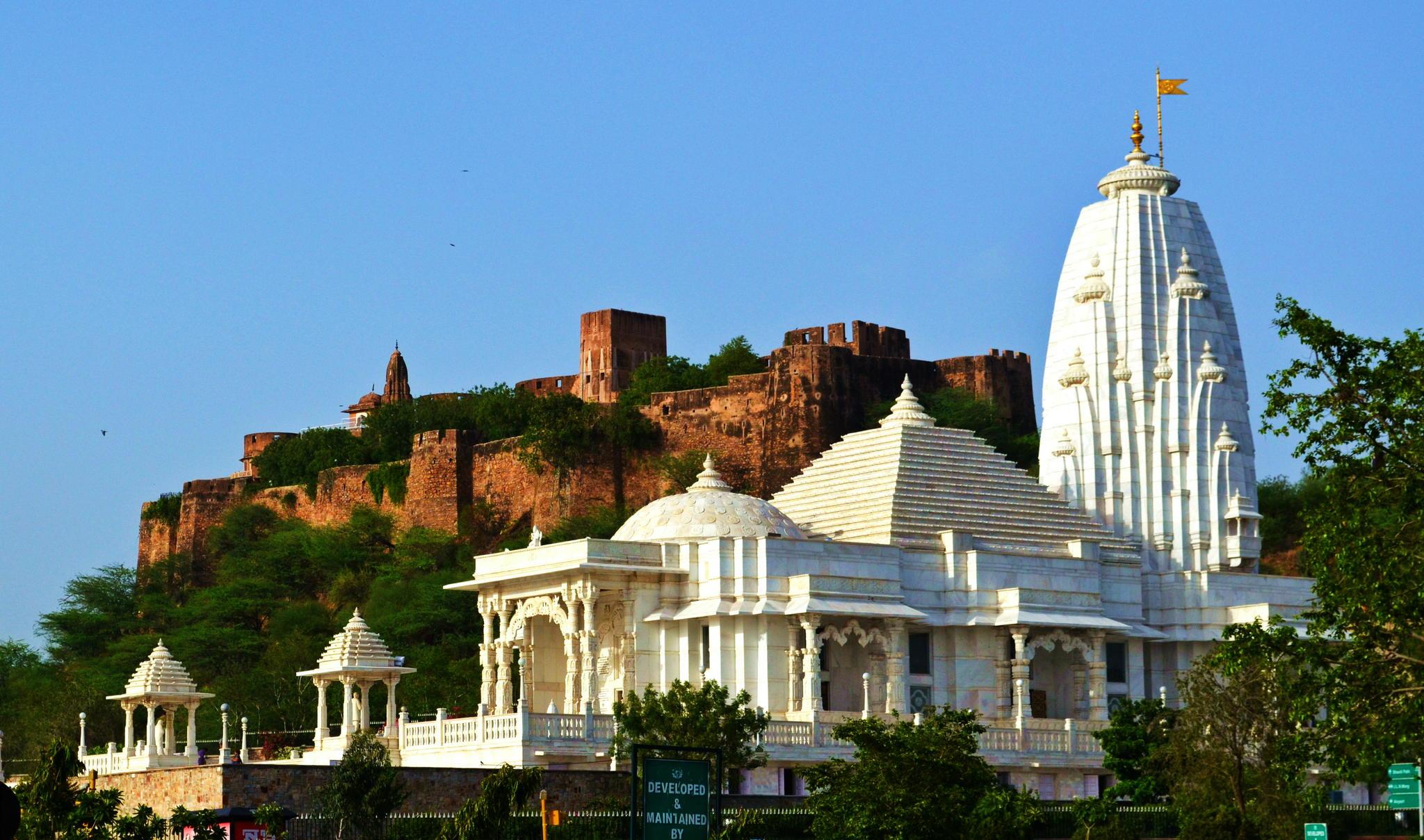 Храм Лакшми Нараяны