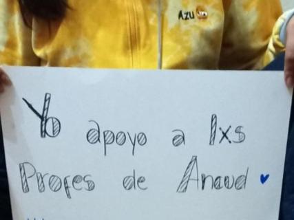 Cartel en apoyo a docentes de Ancud que realizan los estudiantes del Liceo Bicentenario Ancud.