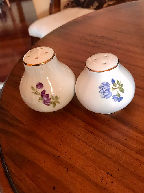Mint condition set of salt and pepper