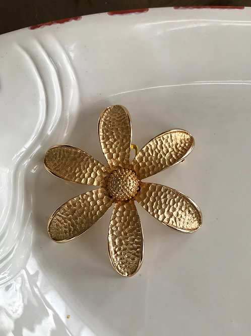 Antique finish gold plated daisy brooch