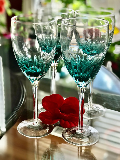 Set of 4 beautiful turquoise color wine glass