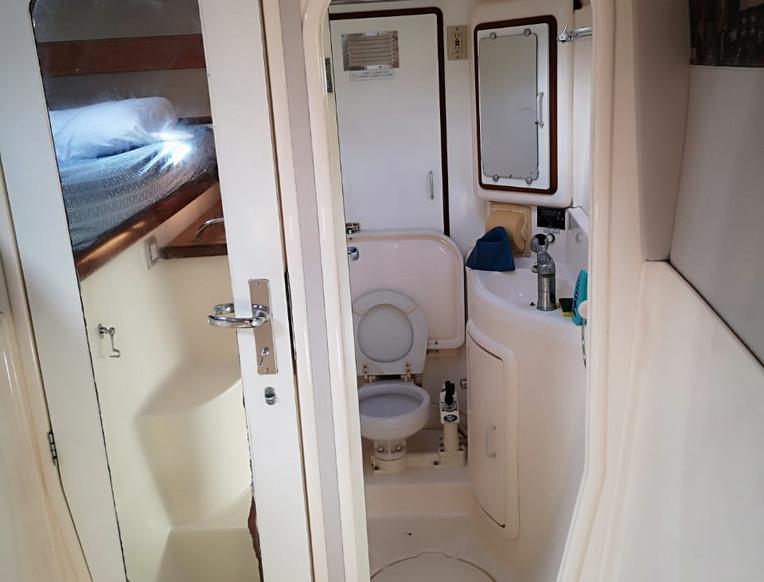 Salle de bain privée catamaran Leopard 47 2001