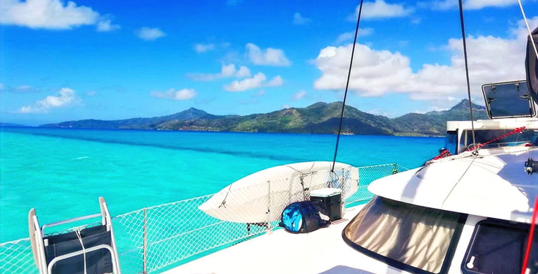 exterior front catamaran French polynesi