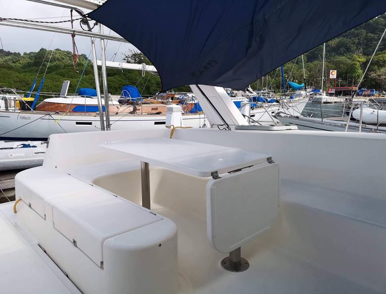 Salle à manger exterieure catamaran Leopard