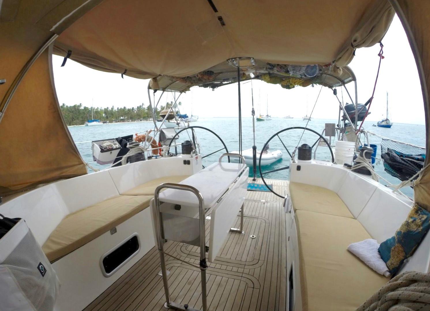Salon exterieur voilier finot 53 Polynesie