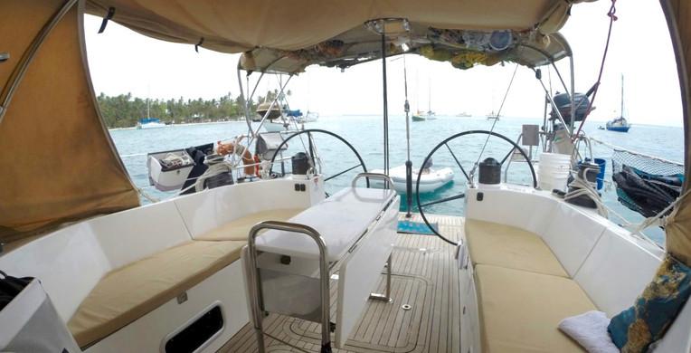 Espectáculo al aire libre del velero Finot 53 Polynesie