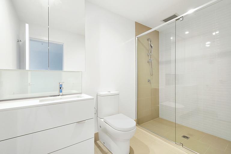shower-door-glass-smallbathroom.png