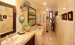 MAIN BEDROOM EN SUITE WITH BATH