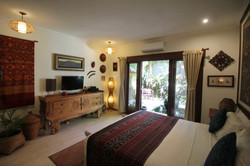 MAIN BEDROOM WITH GARDEN VIEWS