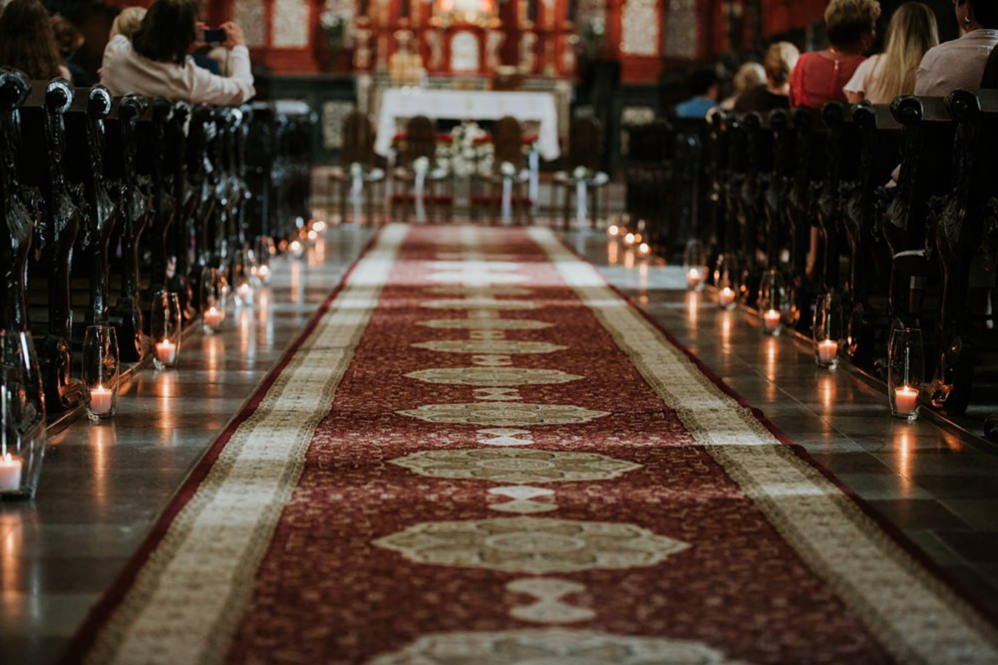 Dekoracje ślubne kościoła