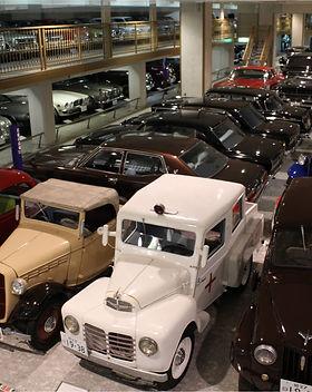 自動車博物館 館内.jpg