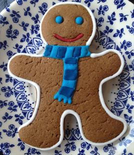 Gingerbread Men with Festive Scarf