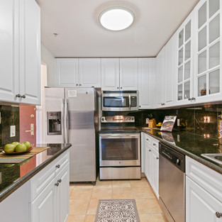 KITCHEN  HOM PHOTOGRAPHY  Real Estate & Commercial P h o t o g r a p h y