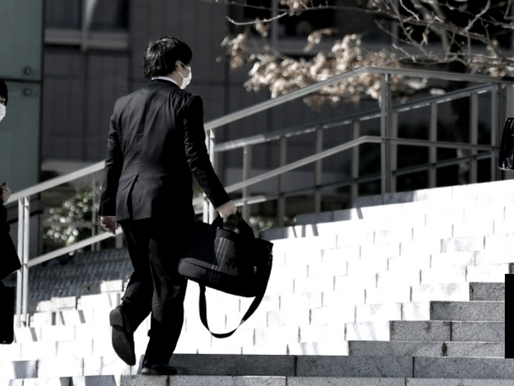 22% OF JAPAN FIRMS EYE FEWER HIRES NEXT YEAR